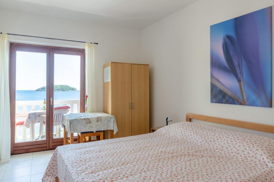 srdjana-apartment-cerin-bedroom-06-2021-pic-01